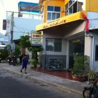 Con dao guest room provides air-conditioned accommodation with 24-hour free Wi-Fi access.