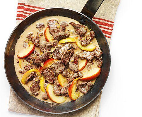 Sminuzzato di cervo in salsa alle mele e ai mirtilli rossi