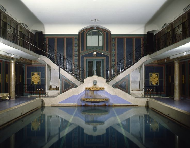 Art deco swimming pool from 1928 at r sidence palace for Art deco piscine