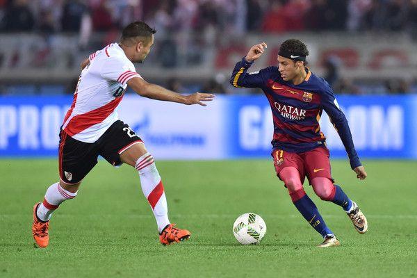 Neymar of FC Barcelona runs with the ball during the final match between River Plate and FC Barcelona at International Stadium Yokohama on December 20, 2015 in Yokohama, Japan.