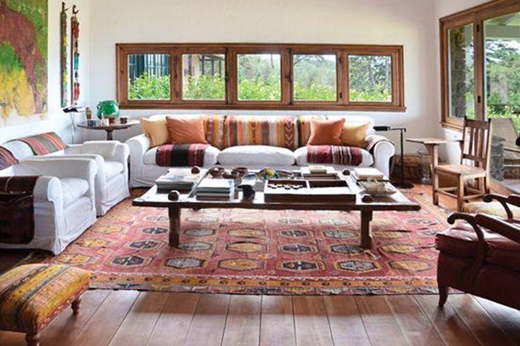 Aires de naturaleza, madera, colores tierra y muebles recuperados son algunos de los recursos compartidos en estas propuestas alejadas de la ciudad