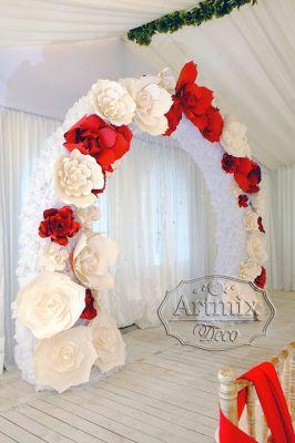 Нежная свадебная арка из цветов