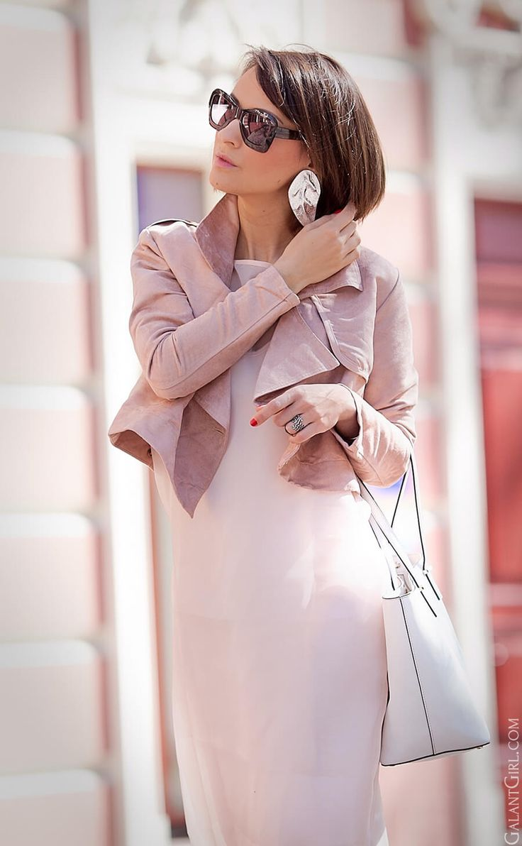 total rose quartz outfit | spring outfits | cropped trench coat | sheer dress | pink dress | spring outfit ideas | street style | fashion blogger Ellena Galant |
