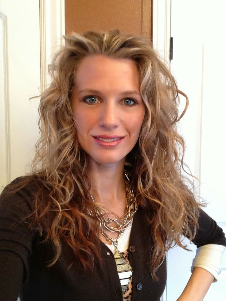 """Lindsi Jo has a great system! I do a modified version because my hair is more curly. Check her out :)                                """"How i do my hair""""... 'Peacocks & Leopards'... Lindsi Jo... (she also makes jewelry)..."""