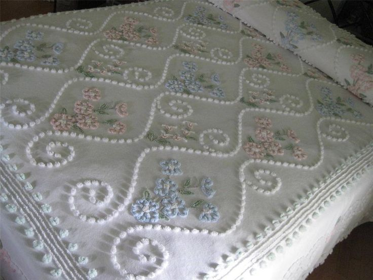 VINTAGE CHENILLE BEDSPREAD  Gorgeous Cabin Crafts - Flowers, Pops, Blues, Pinks