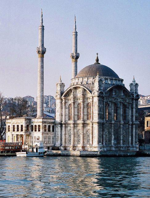 sentetikelyaf: 96 220 - Turquie, Istanbul, mosquée d'Ortokai by jeanpierreossorio on Flickr.