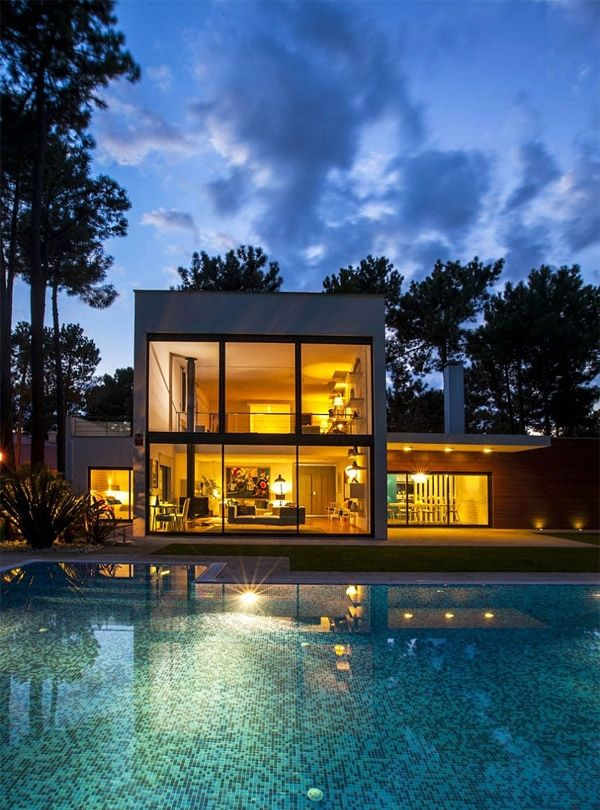 Casa Aroeira in Portugal Displays an Affectionate Palette