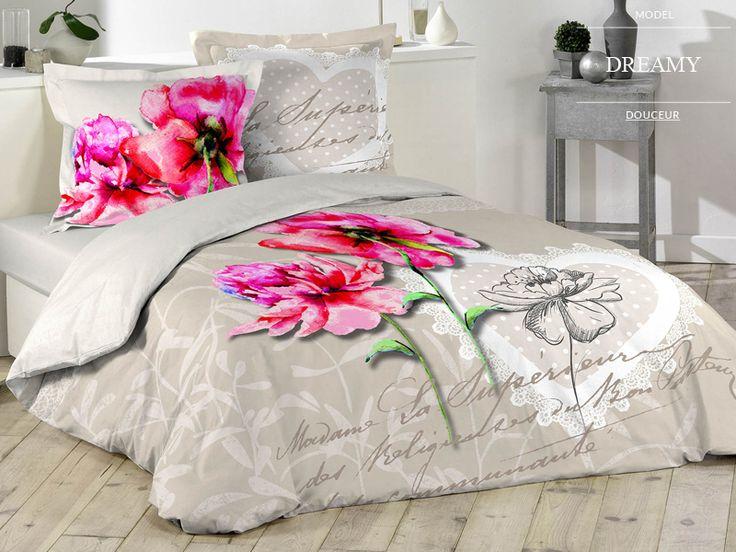 Beżowe kołdry i pościele francuskie z różowymi kwiatami