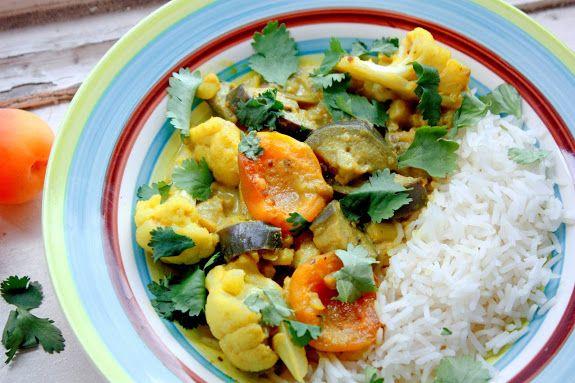 Vandaag heb ik een curry-recept voor jullie! Ik ben dol op abrikozen, bij voorkeur van de Turkse winkel waar ze altijd van die heerlijk rijpe hebben. En in een curry geven echt een heerlijk vlezige bite.Het kruidenmengsel voor deze curry is redelijk eenvoudig maar heel smaakvol. Echt de zomer op je bord! Ingrediënten hoofdgerecht voor …