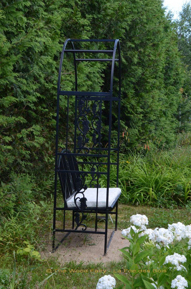 Summer Seat at The Wood Fairy - La Fée des Bois