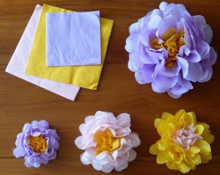 Decorare la tavola con i tovaglioli di carta - Fiori con tovaglioli colorati