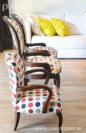 La+dueña+de+casa+volcó+su+buen+gusto+hasta+en+los+pequeños+detalles.+A+partir+de+un+simpático+género+a+lunares,+convirtió+un+sillón+petit+de+estilo+y+otros+dos+heredados+en+un+foco+de+atractivo+visual.+Por+detrás+se+ubicó+un+sillón+de+cuatro+cuerpos+(diseño+de+Mercedes+Ruffano)+en+color+blanco+tiza,+con+almohadones+con+vivos+de+color+amarillo+y+verde+limón.+