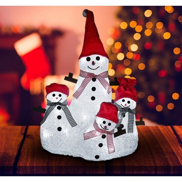 Adorable familia de muñecos de nieve para decorar tu hogar en Navidad. Está iluminada por 32 luces LED de larga duración. Es apto para interiores y exteriores.  Sus medidas son: 25x20x34cm (Largo x Ancho x Alto). Puedes comprarlo online en https://www.aosom.es/hogar/familia-mu-ecos-nieve-luces-led-decoracion-navidad-32-led-25x20x34-cm-nuevo.html con envíos gratis a España y Portugal en 24h/48h.