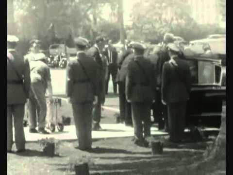 Marilyn Monroe's Funeral - 8th August 1962 at 1pm. 10:30 p.m.: Monroe's publicist Arthur P. Jacobs hurriedly leaves a concert at the Hollywood Bowl that he is attending with Trundy and director Mervyn LeRoy and his wife, after being informed by Monroe's lawyer Mickey Rudin that she has overdosed. Trundy's timeline fits with undertaker Guy Hockett's (see below) estimation that Monroe died sometime between 9:30 p.m. and 11:30 p.m - 4th August 1962.