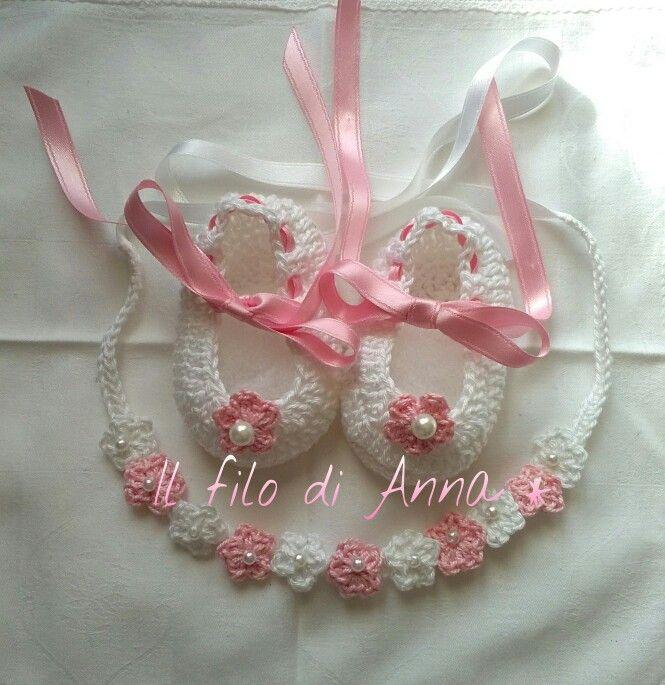 Scarpette neonata cotone crochet uncinetto bianco rosa perline fiori nastri fascia capelli