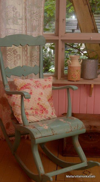 Love the old rocking chair. This would be so comfortable!!