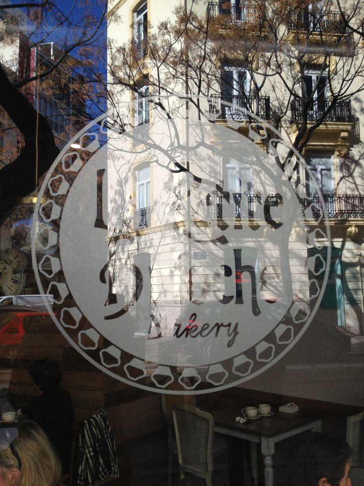 """""""le petite Brioche"""" en la calle Sorni. Simpatico, diferente, recuerda a Paris,"""