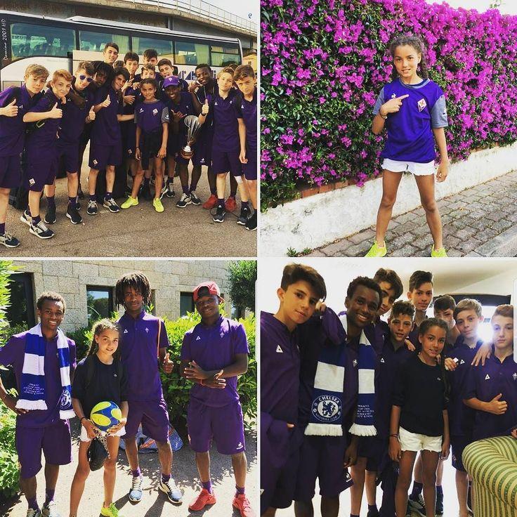 Certe amicizie nascono #soloalselis!  La supporter (e calciatrice) del Chelsea @ashantiga con i campioni della @acffiorentina  @acf_youthsector