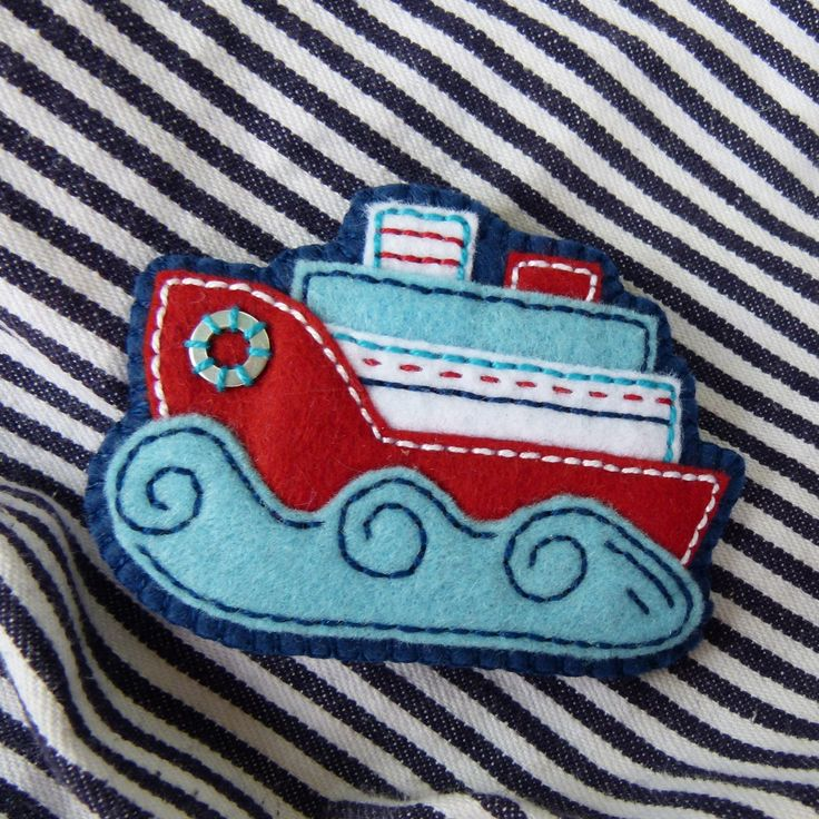 Little felt boat badge! Love the color combo!