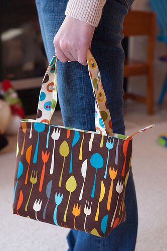 Quick Zip Lunch Bag Sewing Novice | Sewing Novice - A beginner's resource for learning to sew.