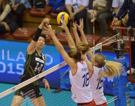 2次リーグのクロアチア戦でスパイクを放つ江畑=トリエステ(ゲッティ=共同) ▼2Oct2014共同通信|日本、クロアチアに敗れる バレー女子世界選手権 http://www.47news.jp/CN/201410/CN2014100201000837.html #FIVB_Volleyball_Womens_World_Championship_2014 #Second_round_Pool_E_Japan_vs_Croatia #江畑幸子 #Yukiko_Ebata #Maja_Poljak (18) #Bernarda_Brčić #Bernarda_Brcic (15)
