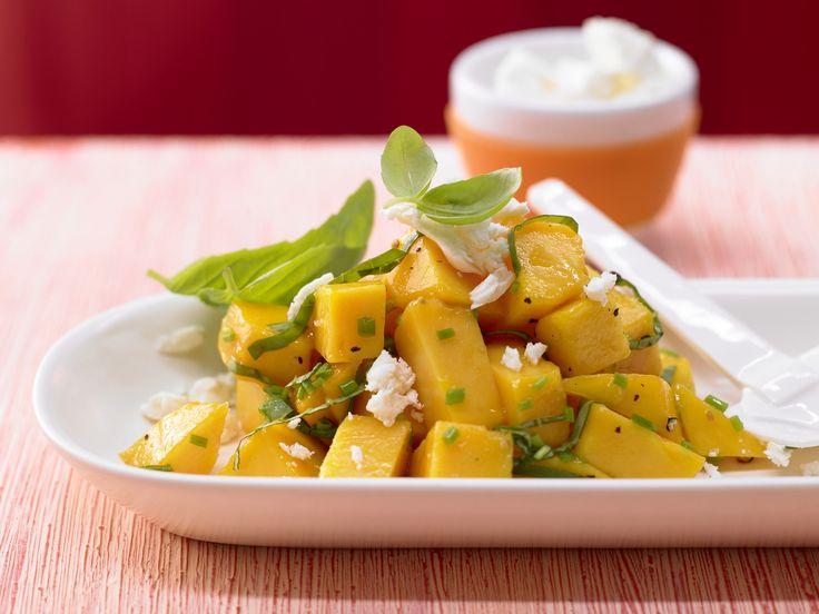 Pikanter Mangosalat - mit Schafskäse - smarter - Kalorien: 217 Kcal - Zeit: 15 Min. | eatsmarter.de Habt Ihr Mango schon einmal pikant probiert?