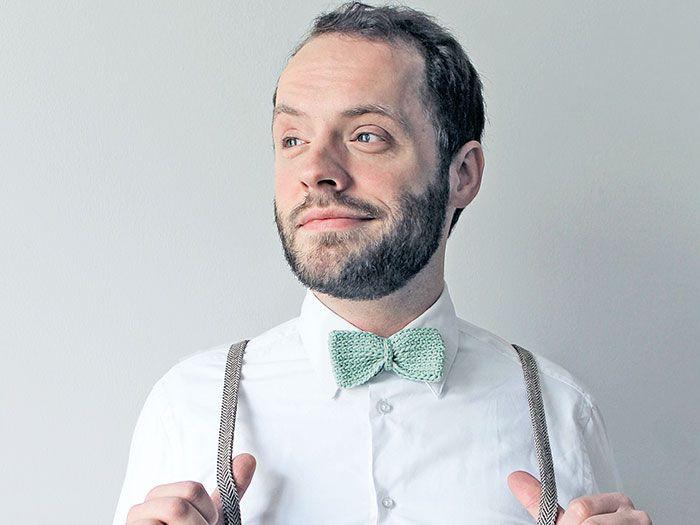 DIY Tutorial: crochet a festive bow tie (in English) // DIY Anleitung: Häkelanleitung festliche Fliege via DaWanda.com