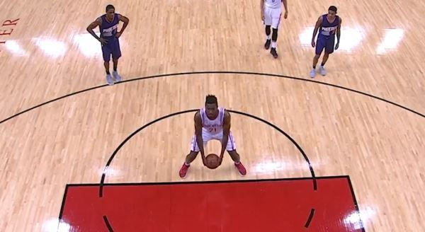 Chinanu Onuaku brings underhanded free throws back to the NBA (Video) - http://www.truesportsfan.com/chinanu-onuaku-brings-underhanded-free-throws-back-to-the-nba-video/