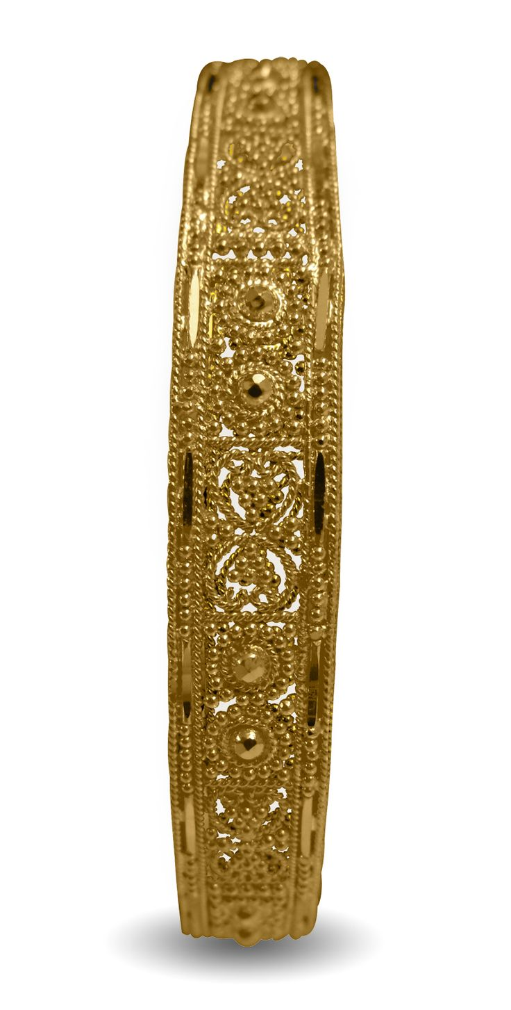 Traditional looking Indian gold bangle, best for weddings and special occasions