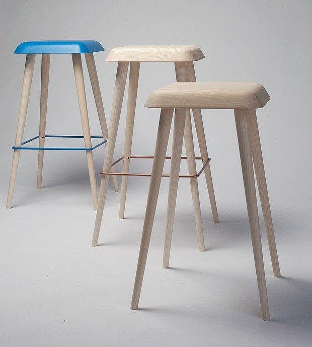 Langbeinte krakker Daddy Longlegs heter denne barstolen, som er laget av Martin Solem. Han er designerstudent med møbelsnekker-erfaring, og har en jordnær holdning til design og materialer. Han mener bruksverdien er det viktigste elementet i god design, men krakkene hans er riktig så kunstnerisk utført, synes vi.