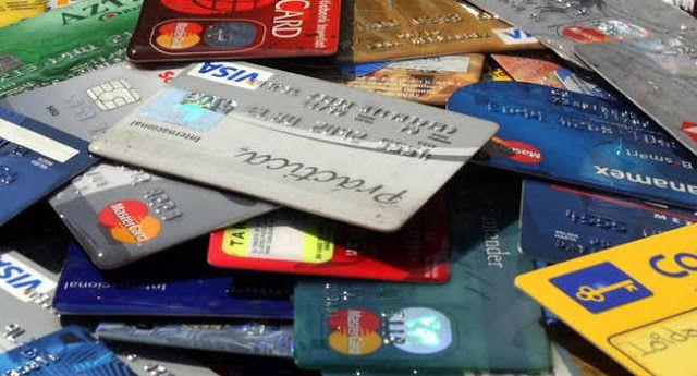 """DESDE LA DEFENSORIA DEL PUEBLO RECOMIENDAN RECHAZAR TARJETAS DE CREDITO NO SOLICITADAS   """"Hay bancos que generan plásticos que nunca fueron pedidos"""" María G se sorprendió cuando recibió una nota de una empresa de seguros que le daba la bienvenida y le asignaba un número de póliza vinculado a una tarjeta de crédito que nunca tuvo. A Beatriz y Gustavo les reclamaron deudas de la tarjeta Mastercard que nunca pidieron luego de la compra de un teléfono celular. Historias de abusos de entidades…"""