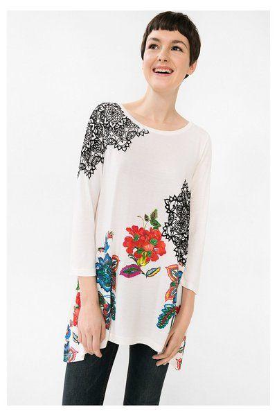 Camiseta asimétrica con flores - Ramona Desigual. Descubre la colección otoño-invierno 2016. ¡Devoluciones y envío a tienda gratis!