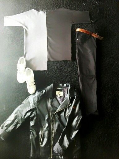Blogging ma style.  My hamdmade asymmetrical t shirt  from Grey and black scuba.  Zara skinny jeans and black leather jacket.  Also black and white addidas superstar and brown Gant belt.
