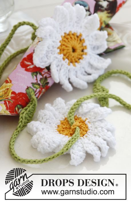 """DROPS 17th May: Crochet marguerites in """"Safran"""" with leaves ~ DROPS Design"""