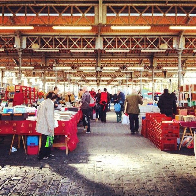 Paris, Le Marché du livre ancien et d'occasion, encore appelé Marché Georges Brassens, est un marché hebdomadaire se tenant les samedis et dimanches de 9 h à 18 h au parc Georges-Brassens, dans le 15ᵉ arrondissement de Paris.