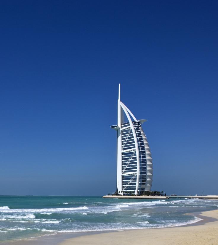 A portrait of Burj Al Arab hotel Dubai ブルジュ・アル・アラブ ドバイ