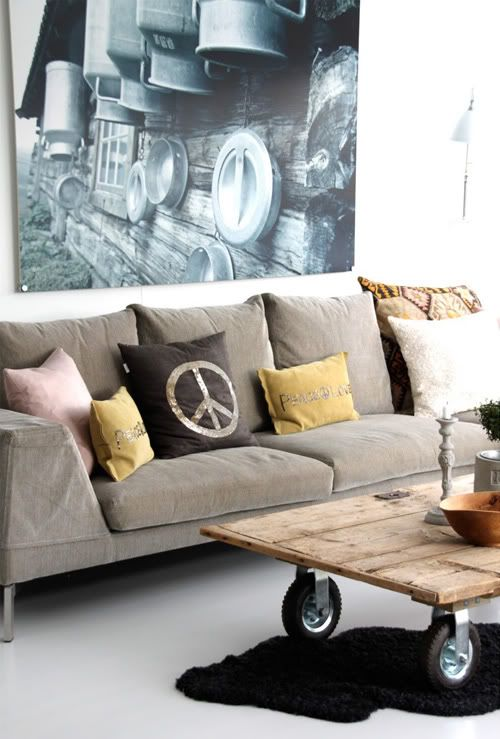 Old door with wheels for coffee table #diy #picture