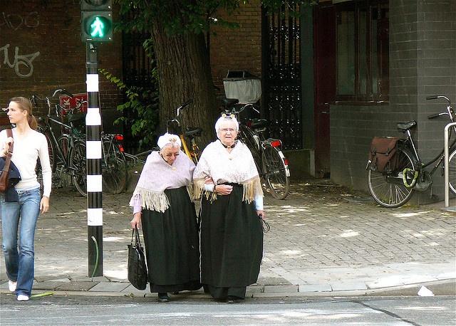 Scheveningse klederdracht, via Flickr. #ZuidHolland #Scheveningen