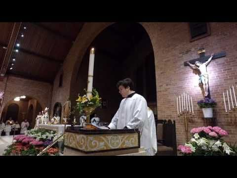 (1) Exsultet: The Proclamation of Easter (Easter Vigil 2017) - YouTube