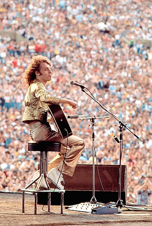 Peter Frampton performs on stage,   JFK Stadium, Philadelphia,   11th June 1977.   (Getty Images)