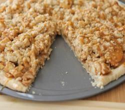 Caramel Apple Crisp Pizza (Dessert Pizza) Recipe Video by divascancook | ifood.tv