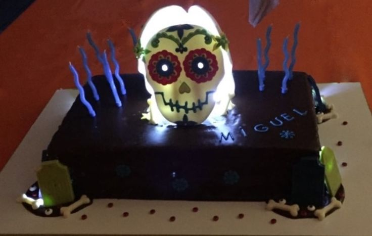 halloween cake chocolate lights