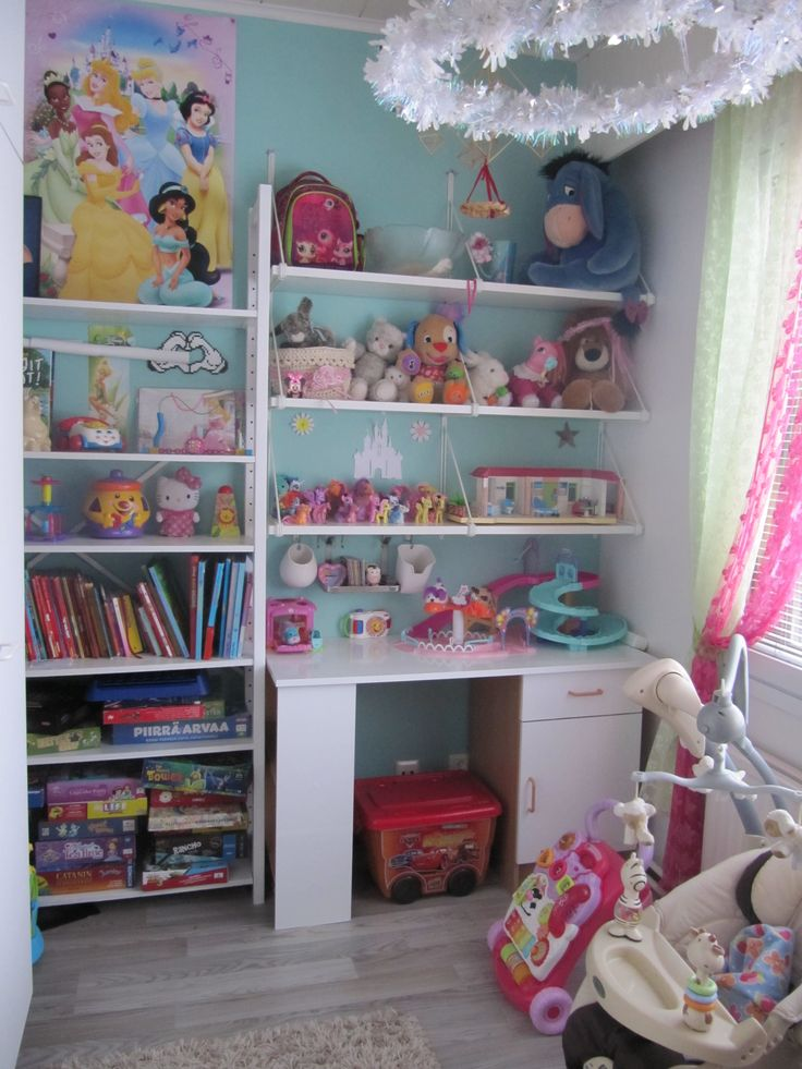 Vivia´s room, Princess, ikea shelves, Girl room