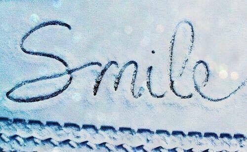 Se sorridi mentre nessuno ti vede, non sei matto. Stai semplicemente sperimentando un momento di felicità.