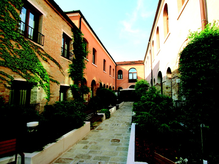 Hotel Residenza Cannaregio Venice | Enjoy Lovely Courtyard With A Garden | View All Popular Hotels in Venice!