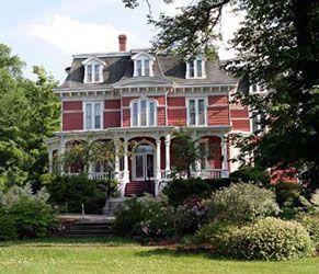 Blomidon Inn, Wolfville | Visit the restaurant, gardens, and more! | novascotia.com