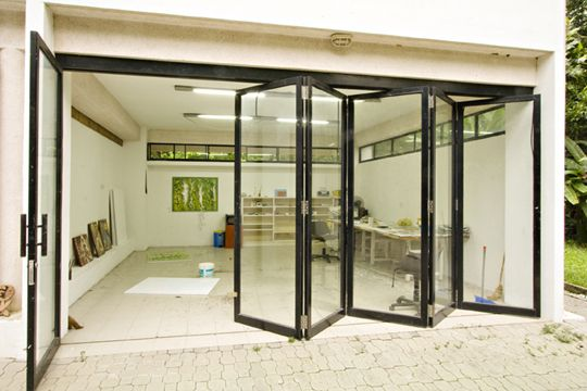 Love this art studio, on nice summer days you can open the doors, you still have the feel of outdoors