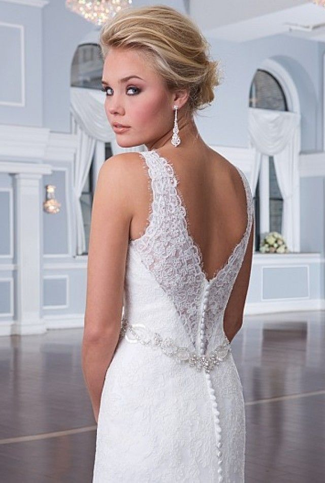 weddingdress with a open back with lace and little buttons on the back