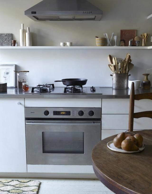 : handmade pottery, kitchens shelves, open interiors style ...