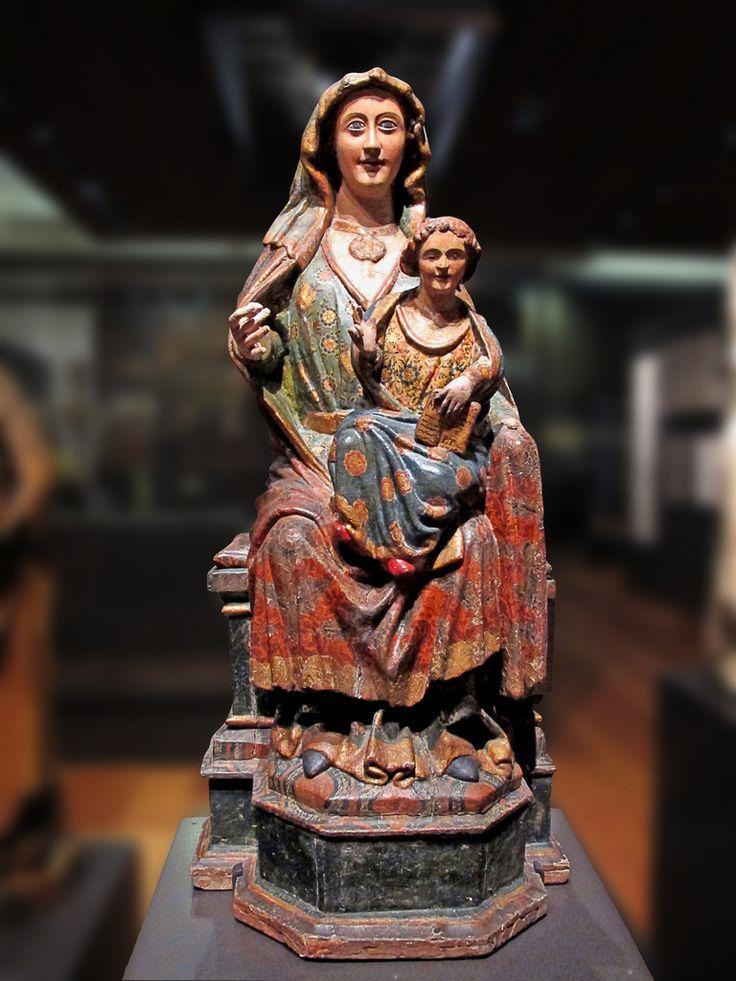 Virgen entronizada. Siglo XVIII. Museo Arqueologico Nacional Madrid